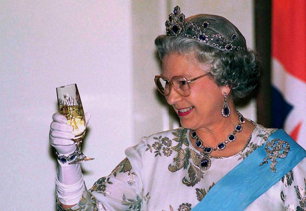 Елизавете II –94! Повод попробовать 4 любимых коктейля королевы
