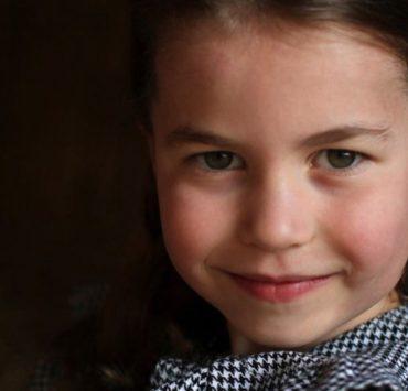 Мамина помічниця: свіжі світлини принцеси Шарлотти на честь 5-річчя