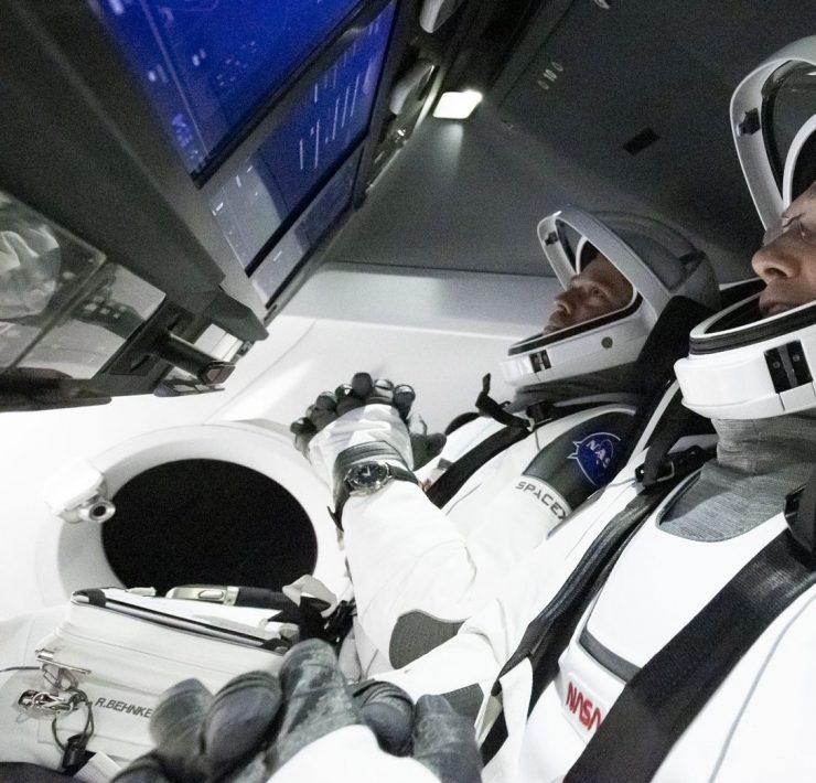 Влетели в историю! Илон Маск отправил Crew Dragon в космос