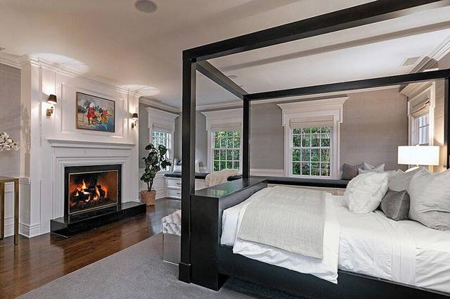 Ештон Катчер і Міла Куніс продають свій розкішний будинок у Беверлі-Гіллз