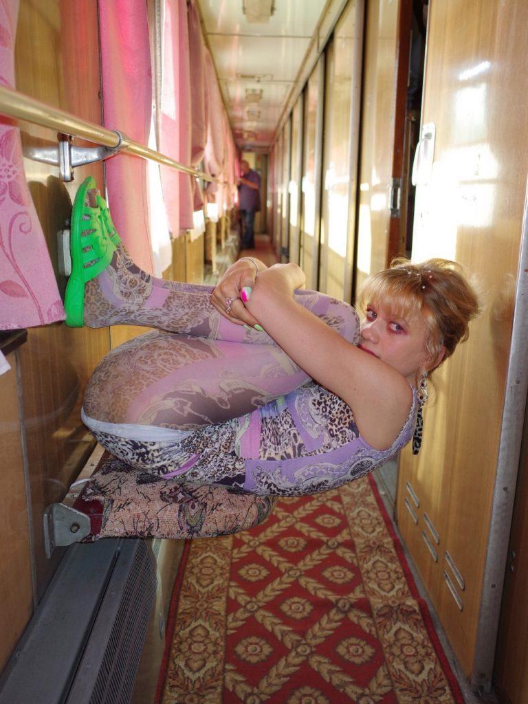 Китчевые сюжеты из украинских поездов в фото-книге Julie Poly «Укрзализныця»