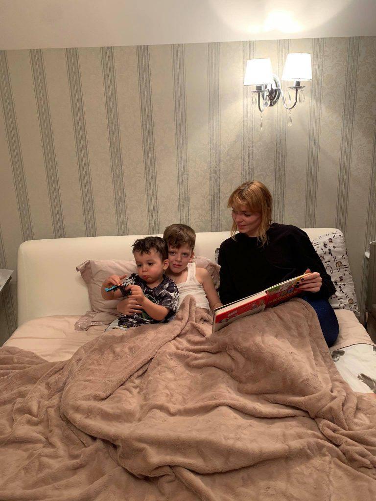 Не сойти с ума: как светские мамы переживают карантин