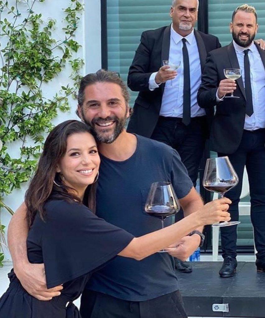 Танцы под испанскую гитару: Ева Лонгория поздравила мужа с 4-й годовщиной свадьбы