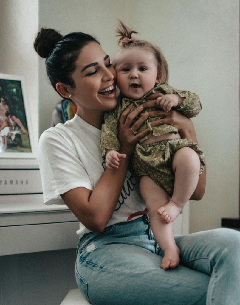 5 милых снимков именинницы Санты Димопулос с дочерью