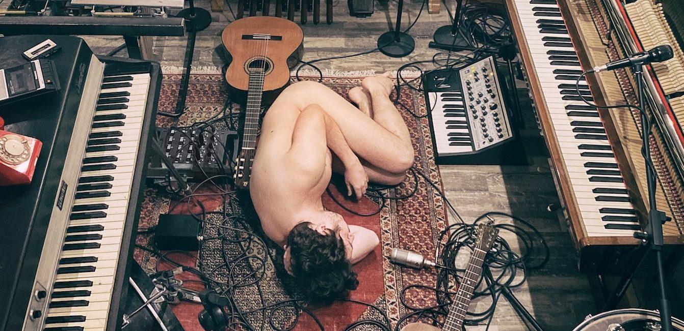 «Заброшка»: акустический альбом Pianoбоя, записанный в самоизоляции