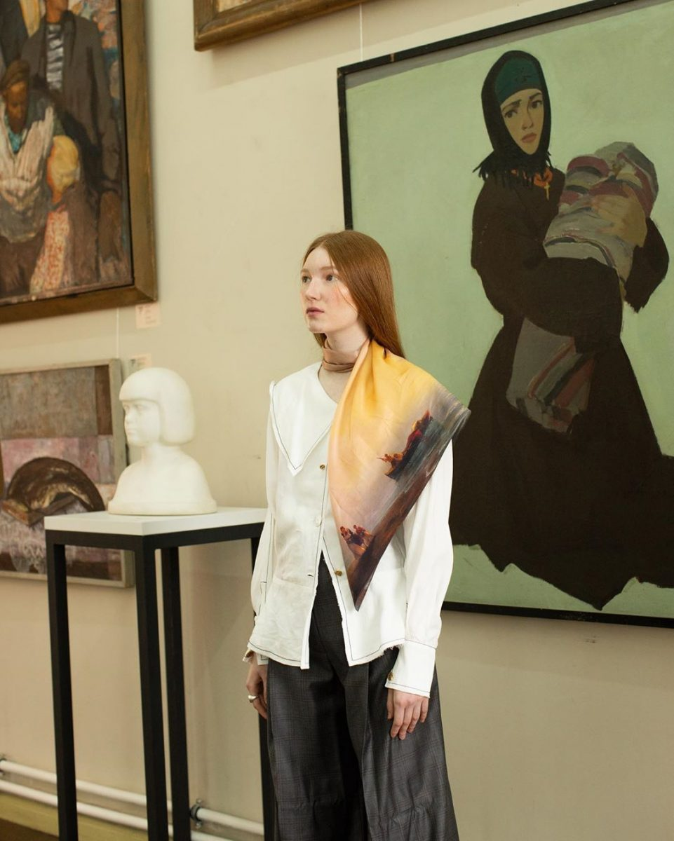 Украинский бренд Oliz выпустил шелковые платки-репродукции картин известных художников