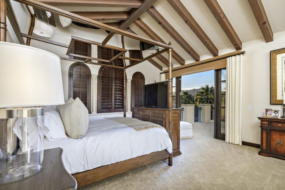 Сильвестер Сталлоне выставил на продажу свой роскошный особняк в Калифорнии