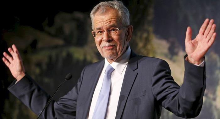 Засиделись: президент Австрии нарушил правила карантина в ресторане