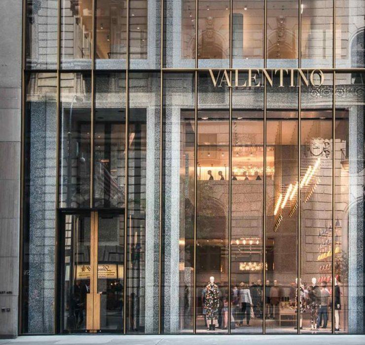 Иск в суд и убытки: Valentino закрывают бутик на Пятой авеню