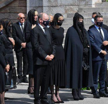 Суворий дрес-код і траур: князь Альберт і княгиня Шарлен вперше за довгий час вийшли в світ