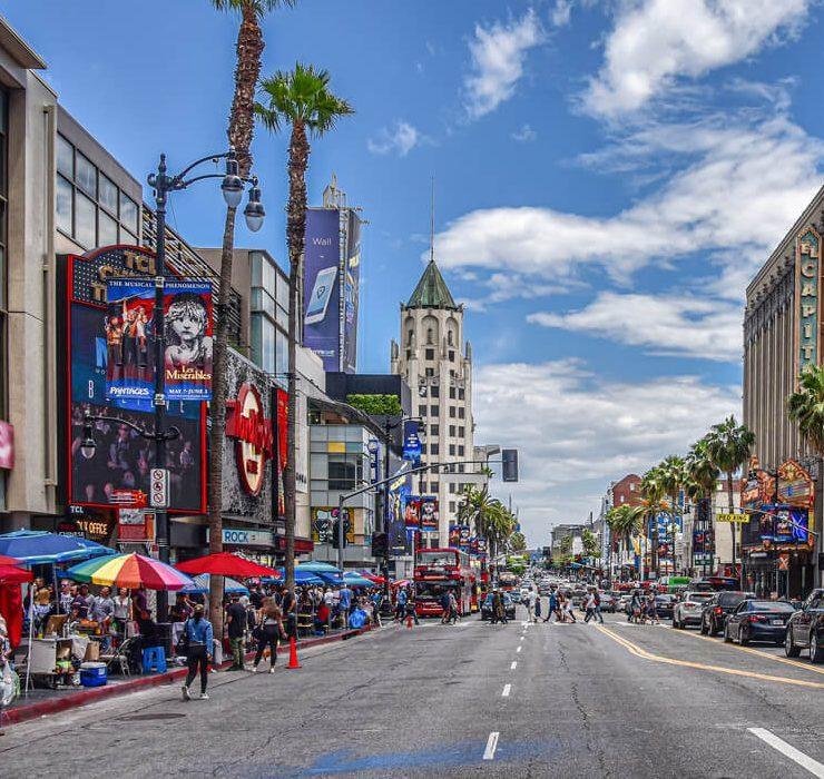 На Голливудском бульваре появилась огромная надпись All Black Lives Matter