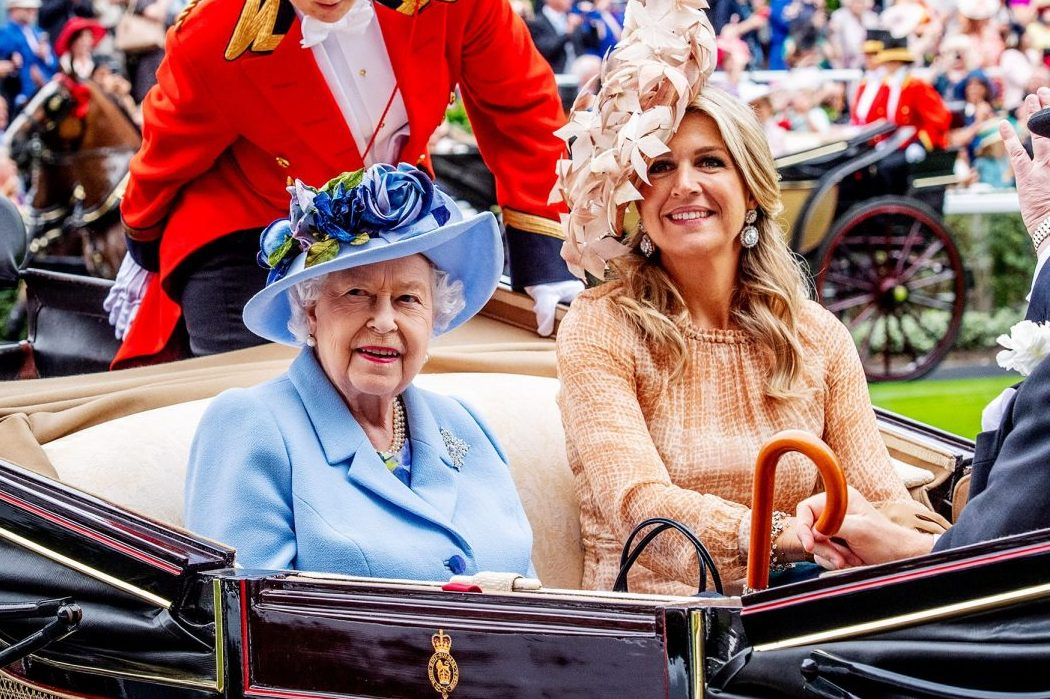 Повод надеть шляпку: вместо королевских скачек –онлайн-флешмоб #RoyalAscotAtHome