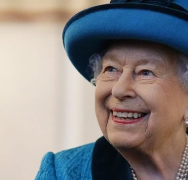 Технології на службі у королеви: Єлизавета II вперше самостійно вийшла в Zoom