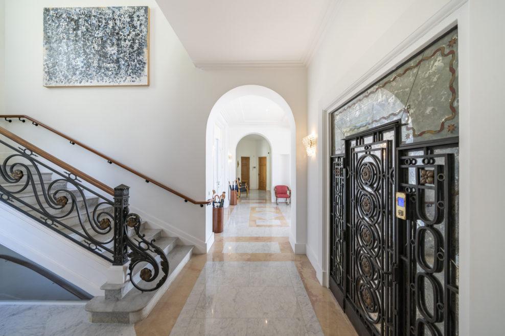 Как в кино: вилла Шона Конерри в Ницце выставлена на продажу