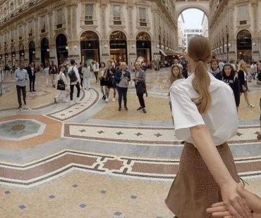 Prada предлагает прогуляться по флагманским бутикам, не выходя из дома