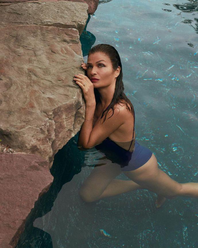 В идеальной форме: откровенная фотосессия 51-летней Хелены Кристенсен