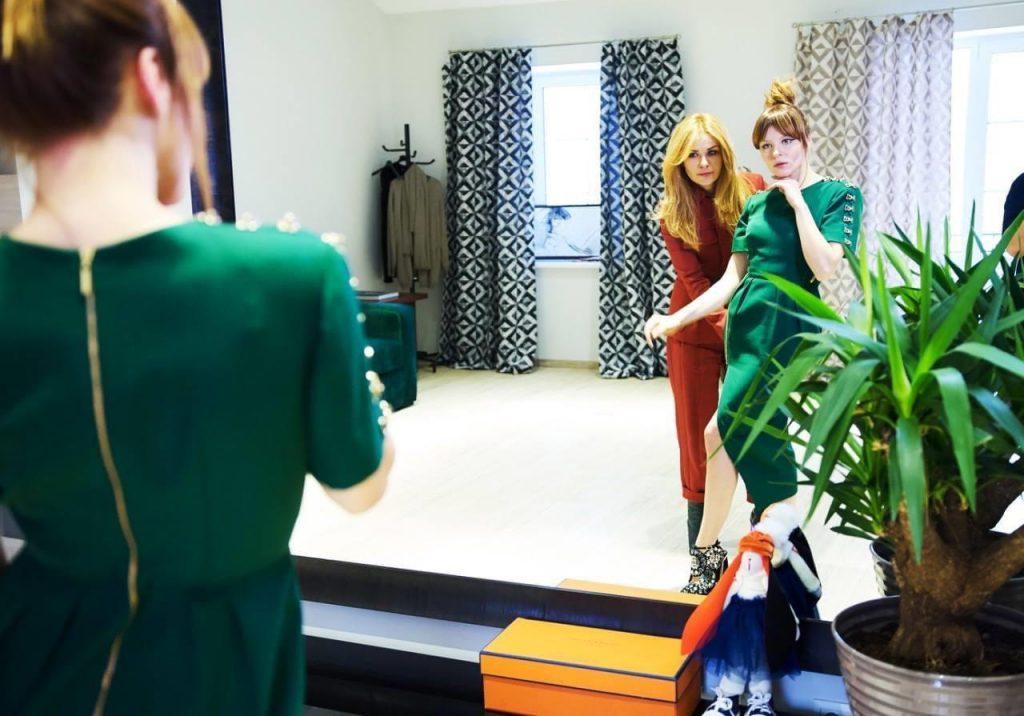 «Времена, когда дизайнеры диктовали моду, ушли»: Айна Гассе –о кризисе, постакарантинной моде и бизнес-привычках