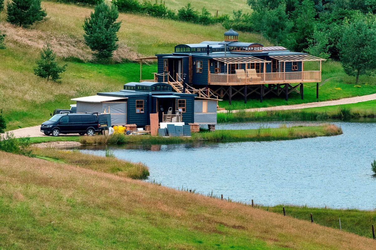 Гай Ричи откроет летний лагерь для знаменитостей на територии своего поместья