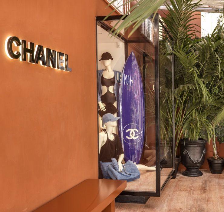 Шопінг у відпустці: гід по сезонних бутиках Chanel у Сен-Тропе, Бодрумі та на Капрі