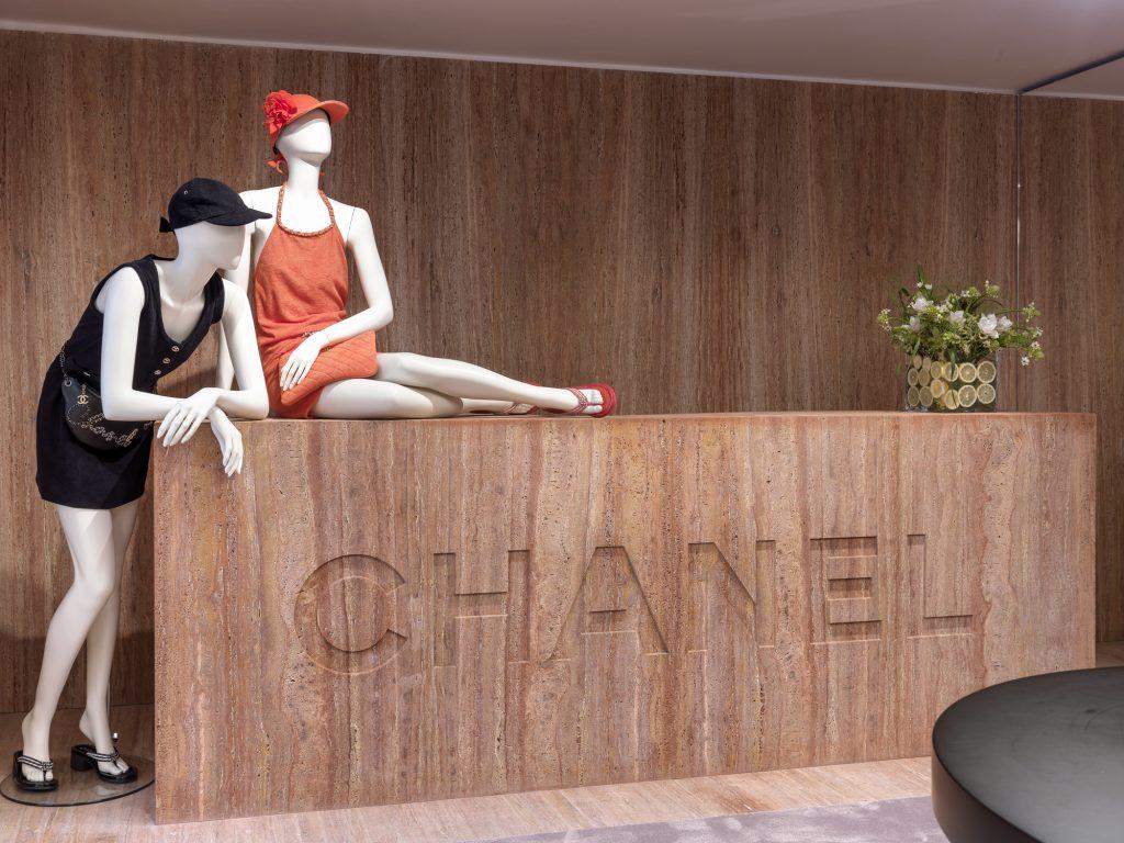 Отпускной шопинг: гид по сезонным бутикам Chanel в Сен-Тропе, Бодруме и на Капри