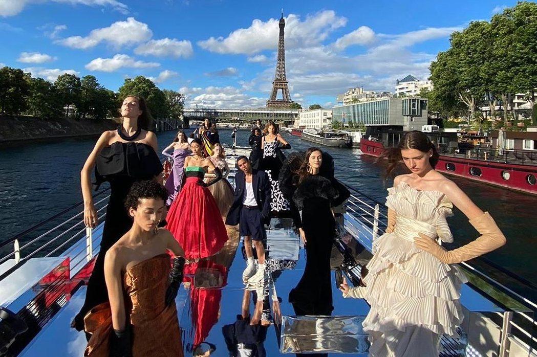 Как это было: кутюрное шоу Balmain на Сене