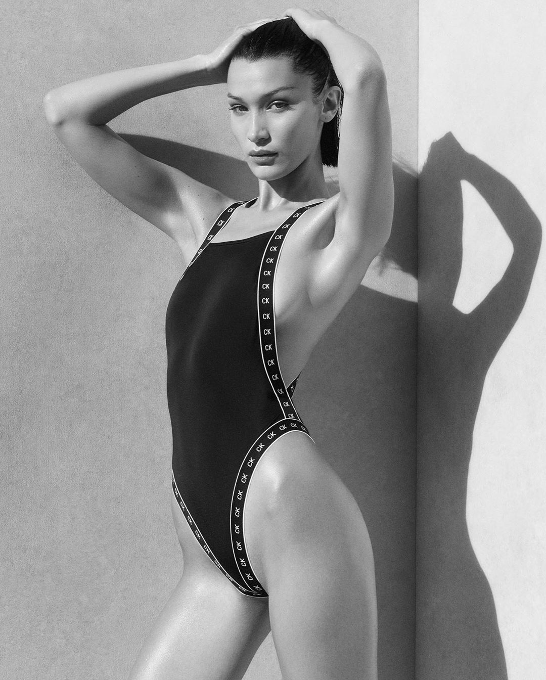 Белла Хадид стала лицом новой линейки купальников Calvin Klein
