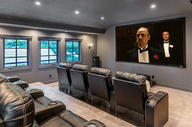 В гостях у Майлі Сайрус: співачка придбала особняк в Лос-Анджелесі за $5 мільйонів