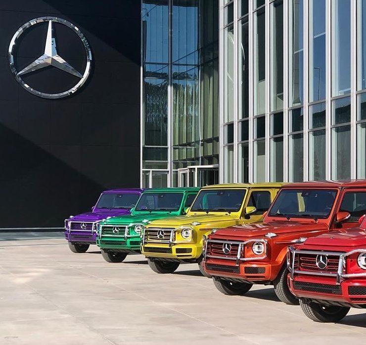 BMW и Mercedes изменили расцветку логотипов в поддержку ЛГБТ-комьюнити