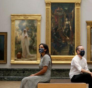 Первые кадры: лондонская галерея Tate Britain вновь открылась для посетителей