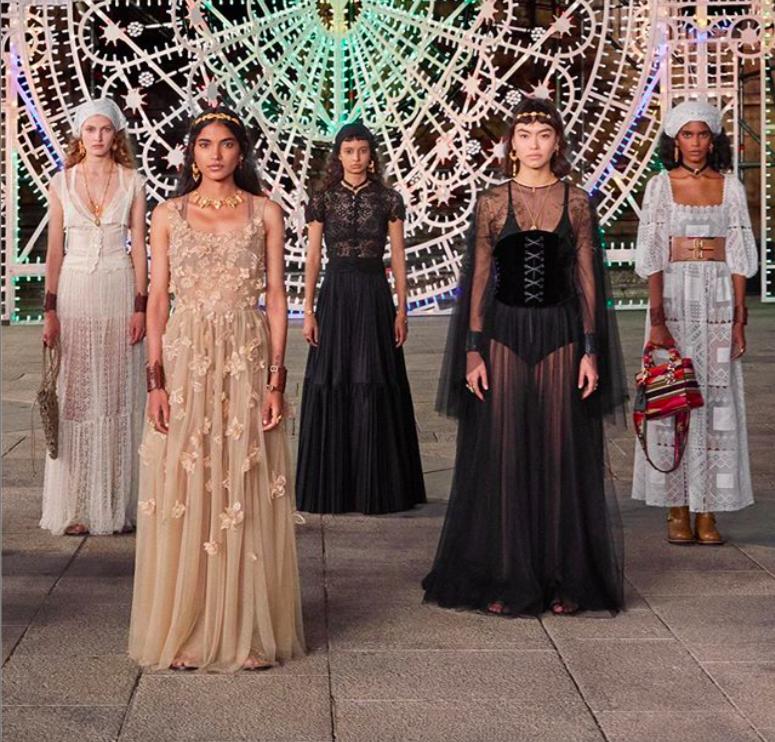 Живой оркестр, старинный собор и танцы: Dior презентовал круизную коллекцию 2021