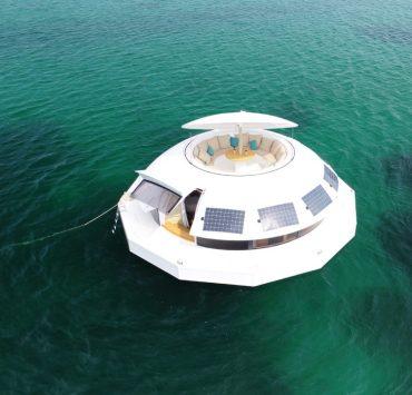 Натхненний Бондом: перший в світі плавучий екоготель Anthénea