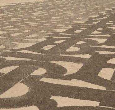 Burberry покрили піщані дюни Дубаю своєю монограмою