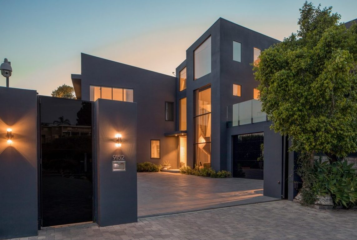 Взгляд изнутри: Джон Ледженд и Крисси Тейген выставили дом на продажу