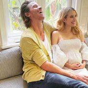 В Chanel и на каблуках: беременная Эмма Робертс в объективе украинки Саши Самсоновой