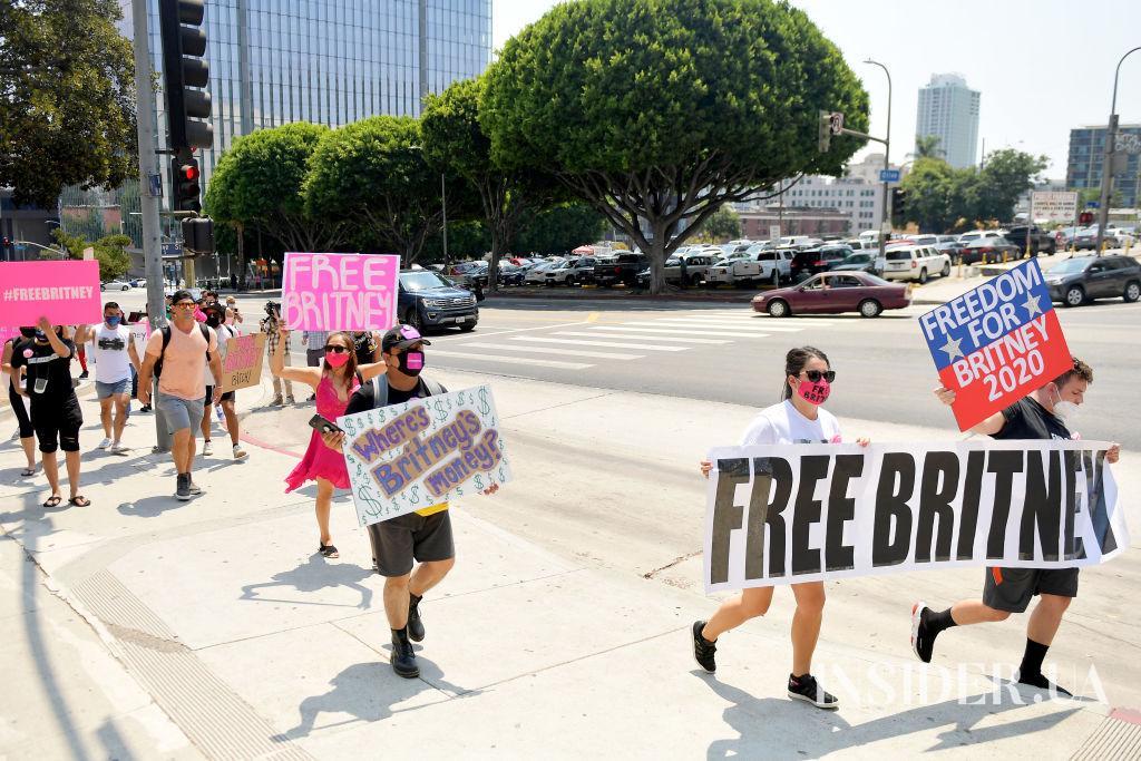 #FreeBritney: поклонники Бритни Спирс вышли на акцию протеста