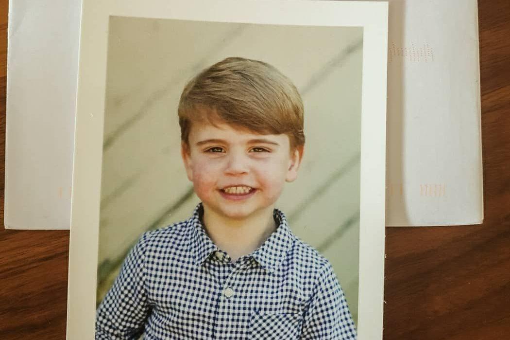 Королевский подарок: Кейт Миддлтон разослала поклонникам открытки с портретом принца Луи
