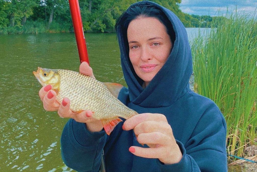 Рыбалка, велоспорт и йога: активный уикенд Даши Астафьевой, Эллы Кандыбы и других героев