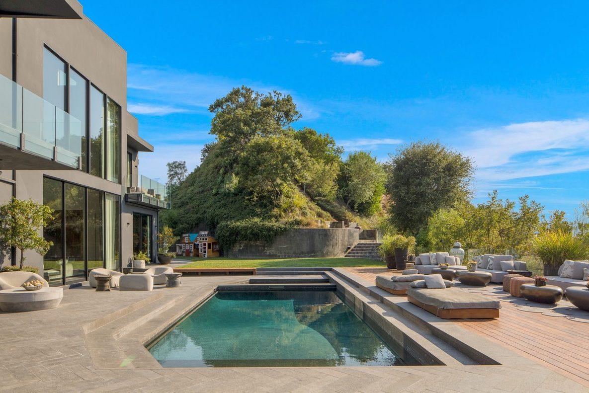 Погляд зсередини: Джон Ледженд і Кріссі Тейген виставили будинок на продаж