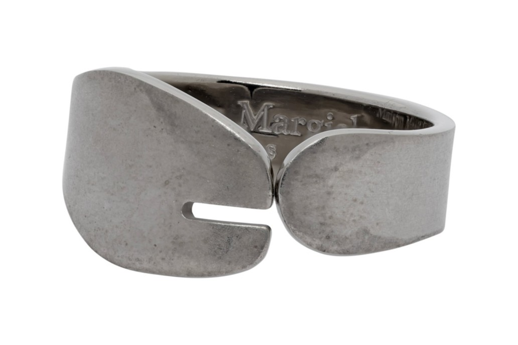 Новая интерпретация: Maison Margiela представили кольца в форме таби