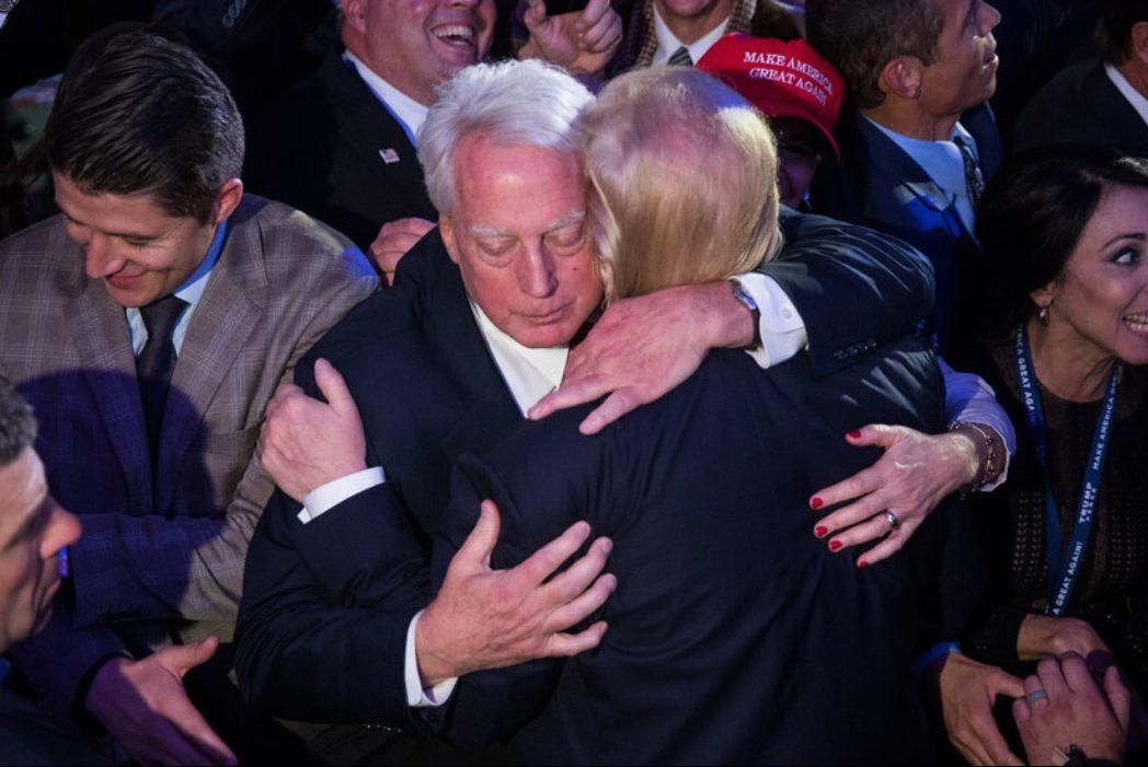Помер молодший брат Дональда Трампа