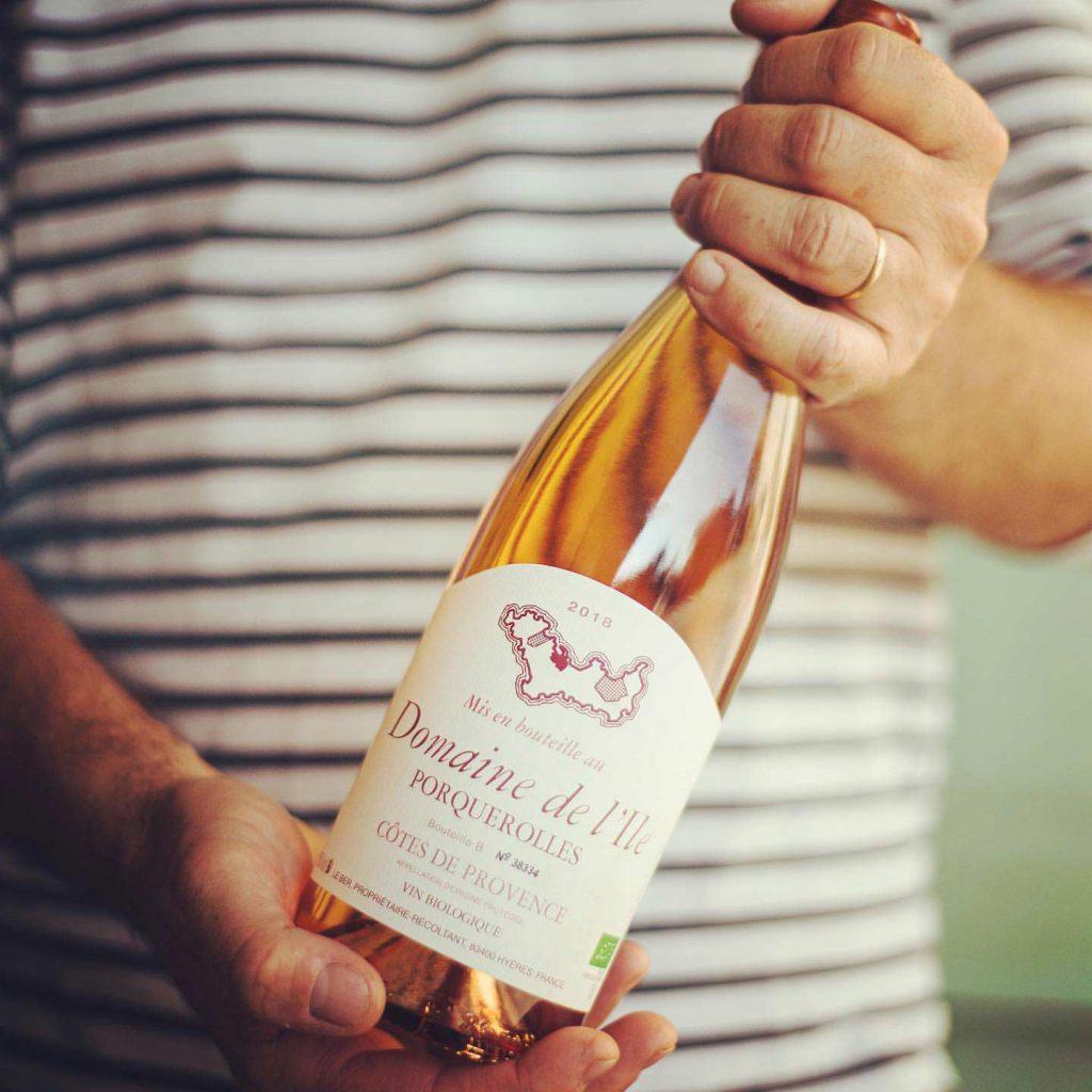 Вино от Chanel: модный Дом выпустил собственное розе
