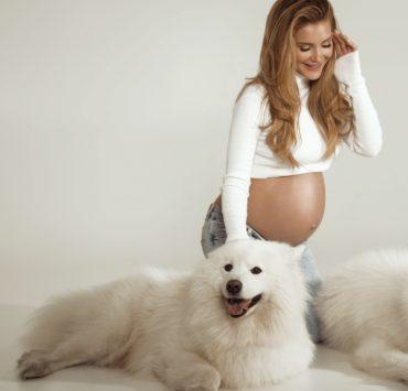 Два роки потому: Міша Романова вперше оприлюднила свою «вагітну» фотосесію