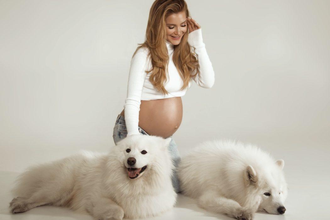 Два года спустя: Миша Романова впервые показала свою «беременную»фотосессию