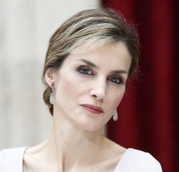 Бюджетний вибір: королева Летиція у твідовій сукні Zara