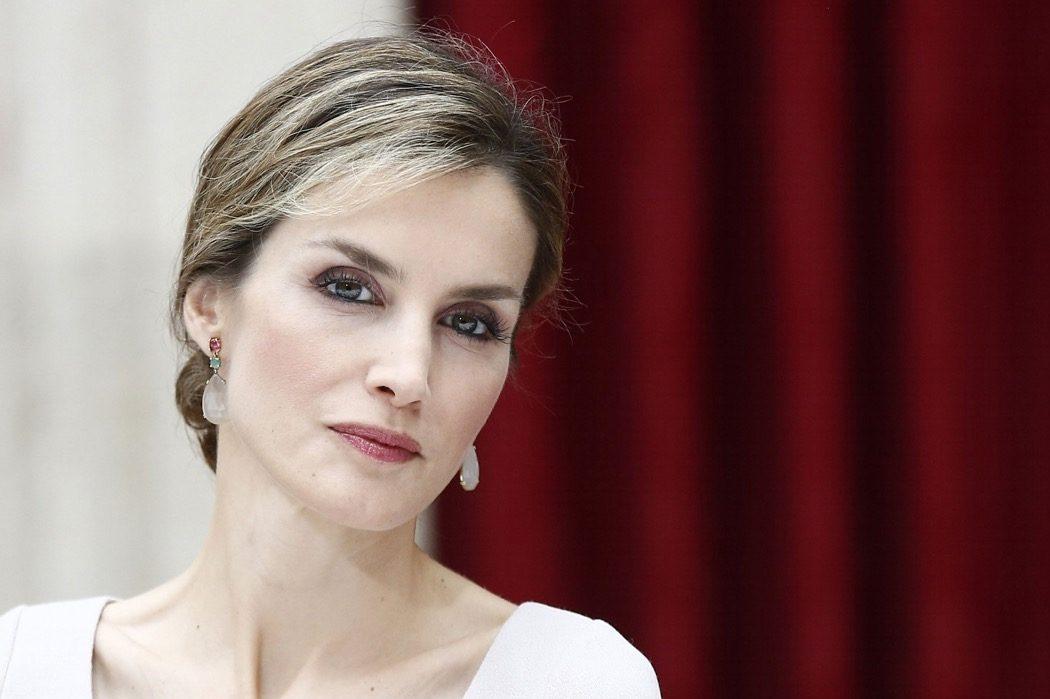 Бюджетный выбор: королева Летиция в твидовом платье Zara