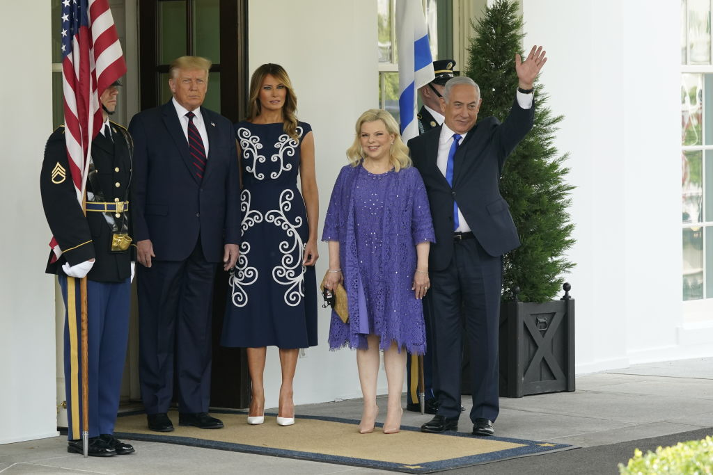 Меланию Трамп раскритиковали за платье Prada стоимостью в 3700 долларов