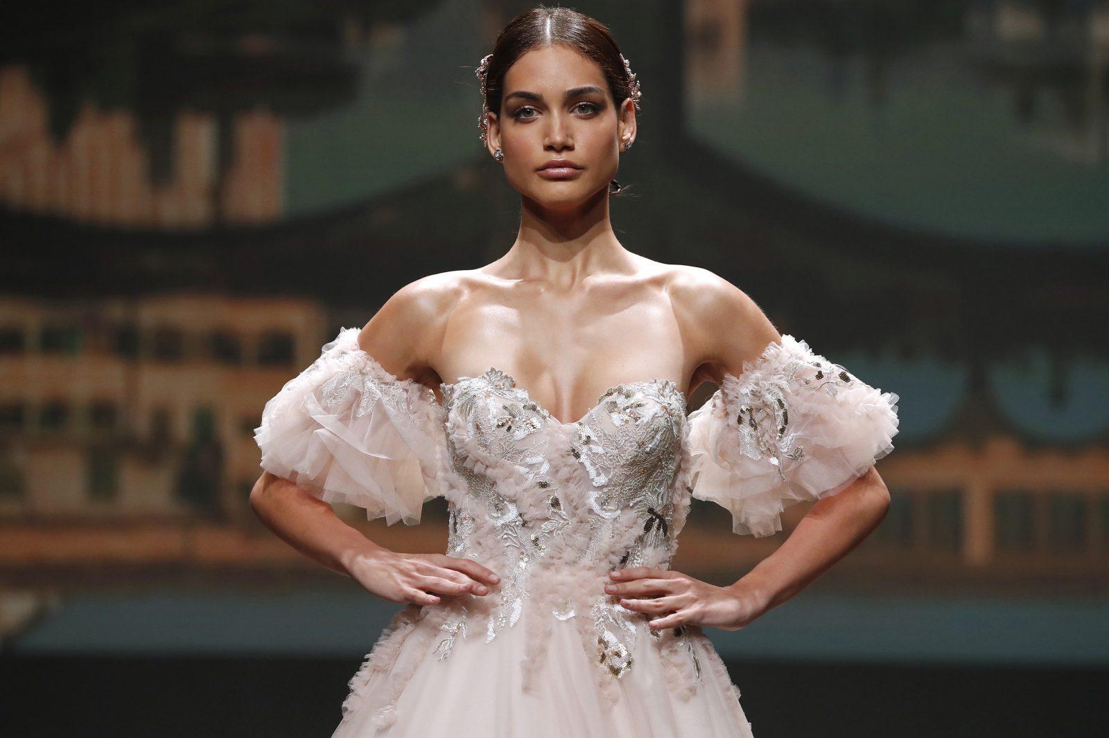 15 найбільш трендових весільних суконь для розкішних наречених