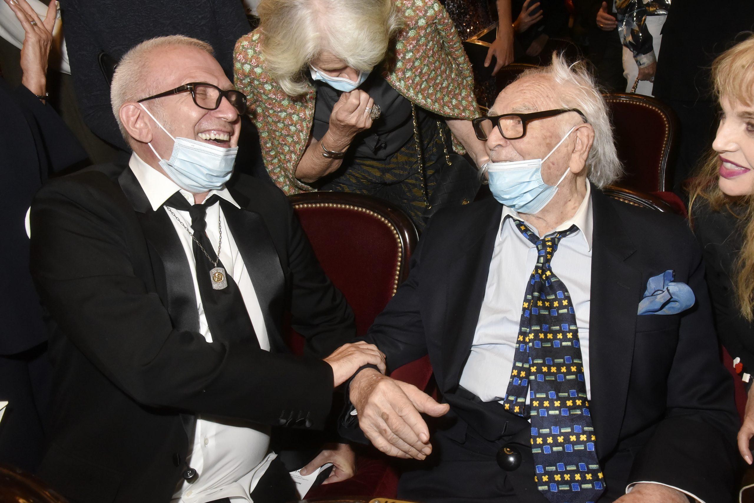 Пьер Карден, Жан-Поль Готье и Марис Гаспар на показе документального фильма «House of Cardin» в Театре Шаттле