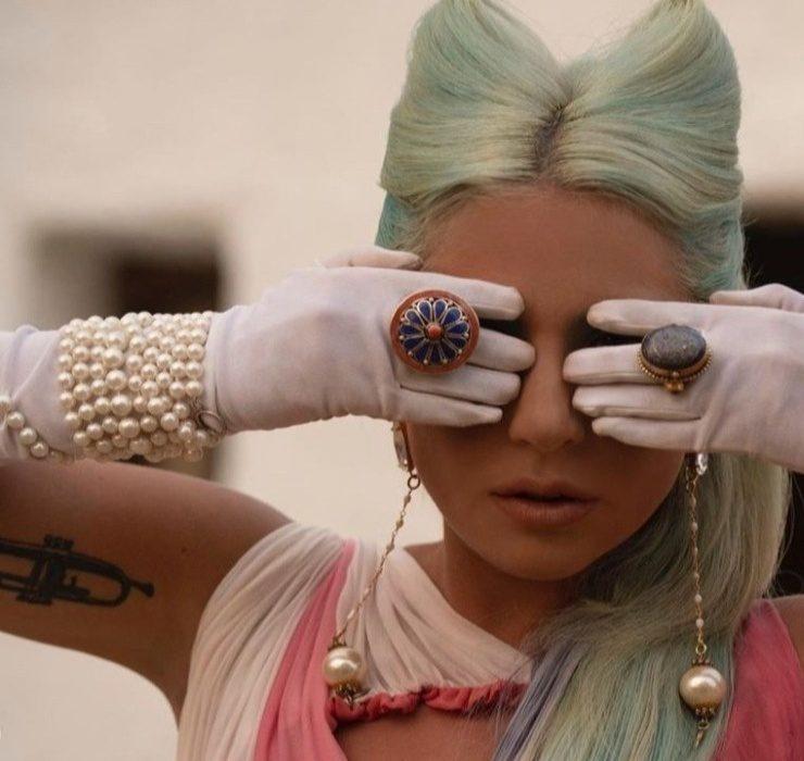 Леді Гага випустила кліп на пісню «911», натхненний фільмом Сергія Параджанова