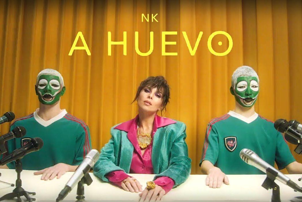 NK презентовала новый красочный клип на песню A HUEVO